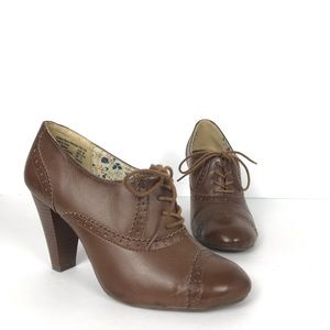 American Eagle Brown Lace-up Rockabilly Heels